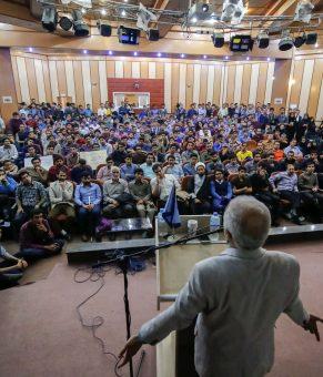 """تقابل دو مکتب """"نگاه به بیرون ، نگاه به درون"""" باحضور دکتر حسن عباسی"""